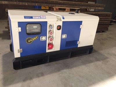 25-KVA Diesel-stroomaggregaat, 230/400V in super geluidgedempte kast.